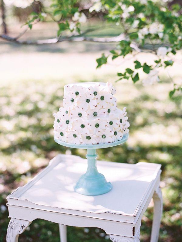 dogwood cake   Landon Jacob #wedding