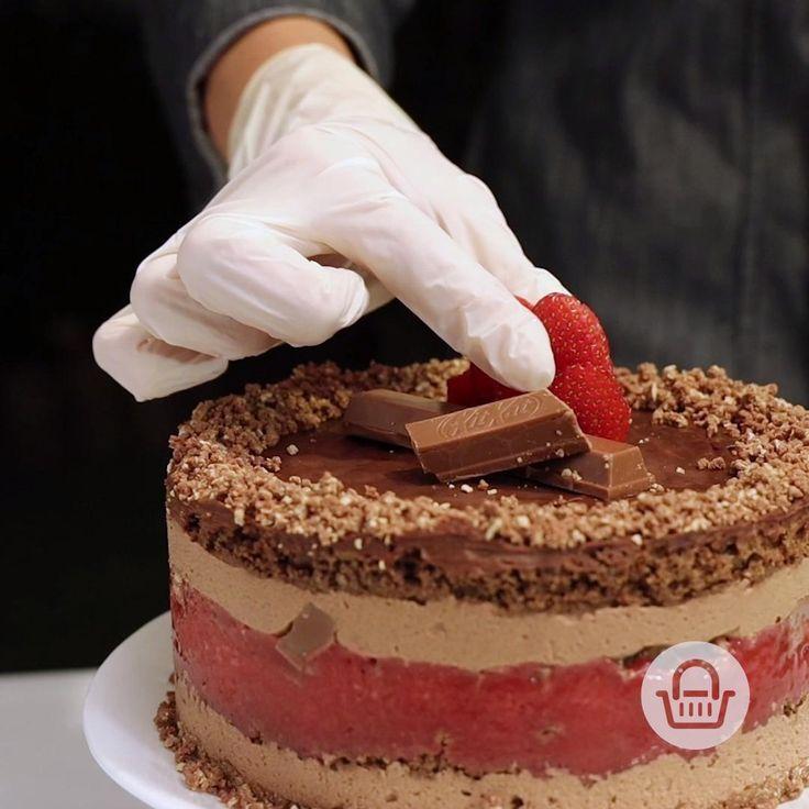 Esta es la forma de preparar un pastel delicioso en capas. Dale tu toque personal y prepara algo muy rico. #InspírateEnCasa Tiramisu, Cake Decorating, Ethnic Recipes, Desserts, Life, Noodle Recipes, Vegetarian Recipes, Recipes For Dinner, Cake Receipe