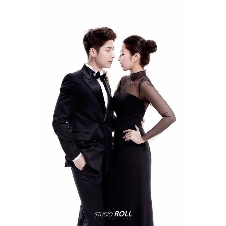 Simple Plain Background Korean Studio Pre-wedding Photoshoot Idea For Couples Who Love Simplicity - Studio Roll,  Black and White, Indoor, Simple, Minimalistic