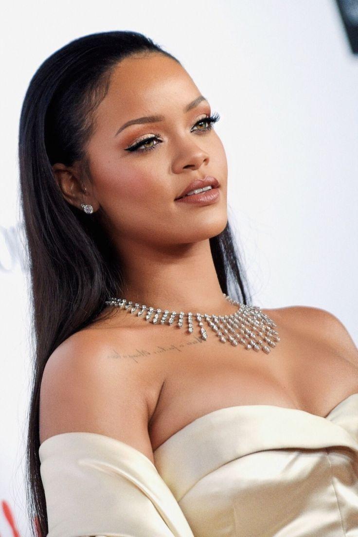 Rihanna chirurgie esthétique