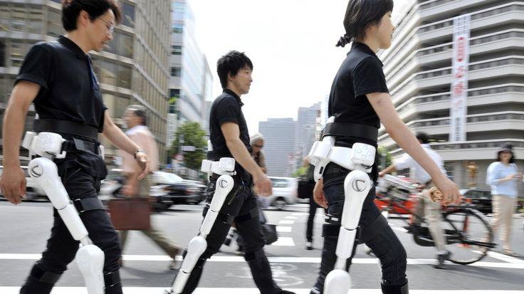 Dieses Ding hilft Lahmen wieder zu laufen. Felix Lill hat das Exoskelett ausprobiert und dessen Erfinder getroffen.