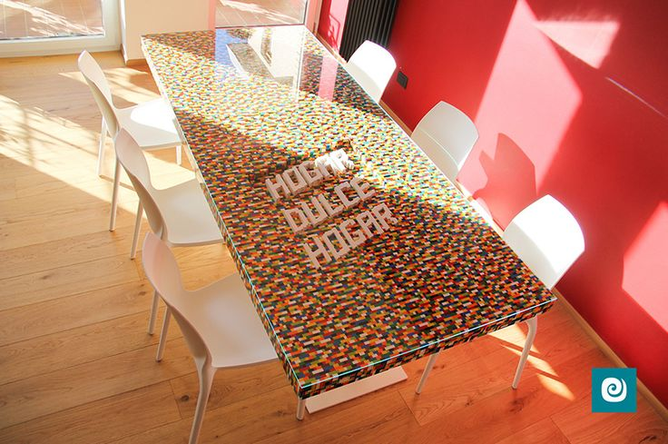 Un meraviglioso #tavolo realizzato con i famosi mattoncini #Lego by Camaleon.  #casadolcecasa