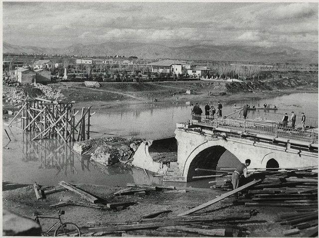 Λάρισα. Ανακατασκευή της γέφυρας του Πηνειού (1945)