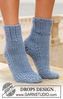 "DROPS sukat joissa joustinneuleinen varsi ""Eskimo"" -langasta. ~ DROPS Design"