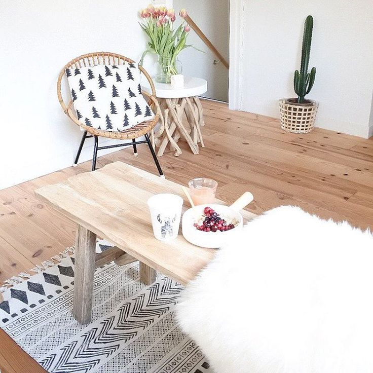 Breakfast time!  Wat is het al lekker licht nu he? Mijn nieuwe opstelling is toch even blijven staan nu! Wel fijn dat bankje/tafeltje hier! Nu weer haasten voor werk en vanavond met vriendinnetjes eten☺️ Have a nice day! #interior #interiør #instahome #interieur #interior2you #interior4all #interior4you #homeinterior4you #homestyling #myhome2inspire #interiorwarrior #scandichome #nordichome #scandinavianhome #scandinavianinterior #housedoctor #scandicliving #woonkamer #wooninspiratie #wonen