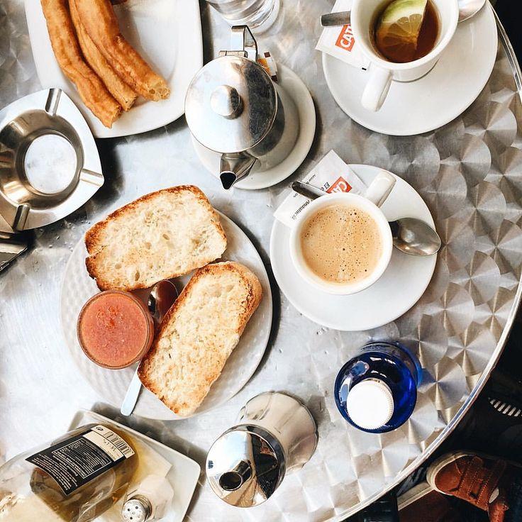 Julia Sorokina в Instagram: «Утра, котаны! ☕️ Хотите почувствовать себя испанцем? Записывайте! Берёте хлеб, обжариваете его слегка, до легкого хруста на сковороде, натираете на мееееелкой терке сочный помидор, на горячий ещё хлеб добавляете чуть золотого оливкового масла, затем красный натёртый томат, чуть солите, завариваете ароматный крепкий кофе с молоком и вуаля! Испания на вашем столе!  Не забываем приговаривать ooooh, que rico!  Отличной среды, #моя_инста_банда!»