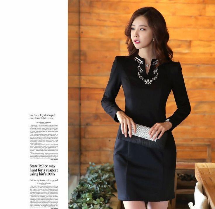 Pakaian kerja formal kerah v-neck-Dress formal untuk wanita eksekutif. Dress formal yang modis, elegant, memberi penampilan formal yang modis bagi wanita profesional. Bahan Cotton Blend+Woolen berk...