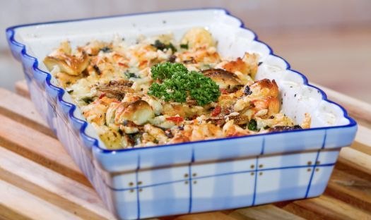 For a speedy supper idea cook some chicken breast with fresh garlic and then pour over Homepride Lasagne White sauce, add some pasta and then top with parmesan and crushed crisps. Bake in the oven until crisp and golden.