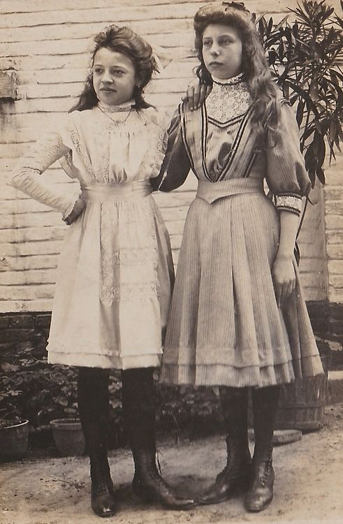 ▫Duets▫groups of two in art and photos - Two teenage girls, early 1900s