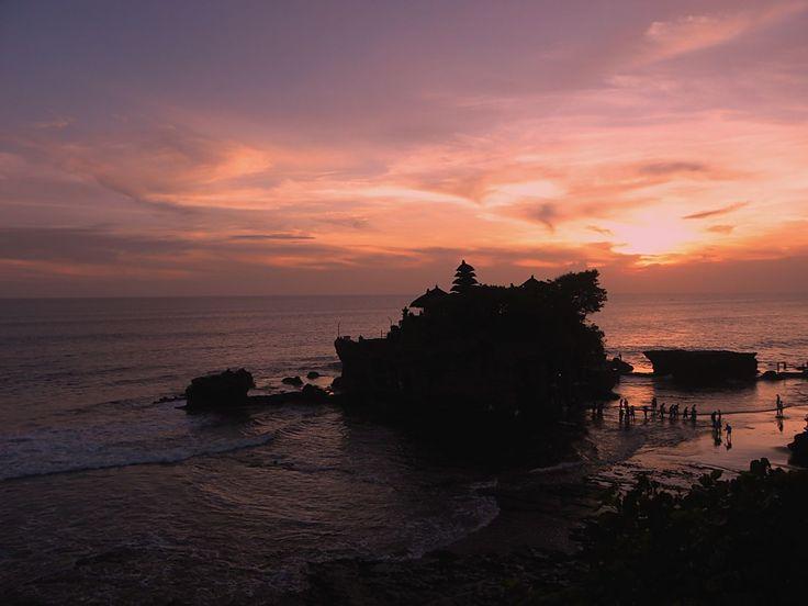 Sunset Tanah Lot - Obyek Wisata Religi Tanah Lot Bali di Atas Batu Besar