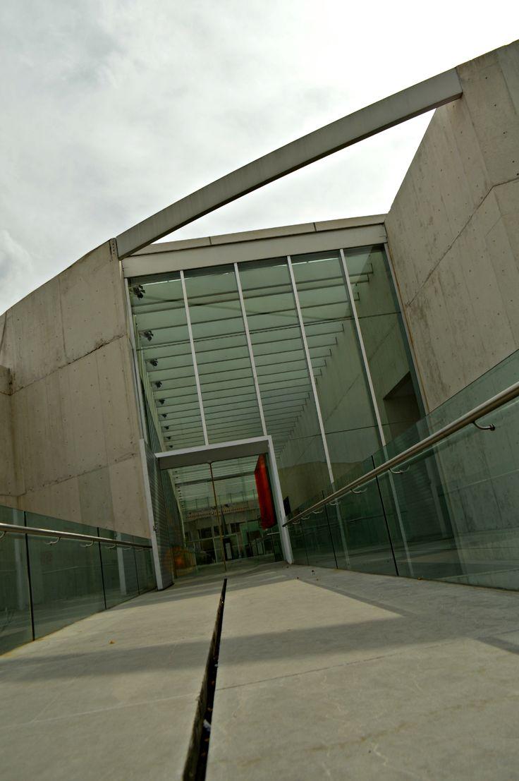 Si no sabes dónde es esto, te invitamos a caminar por los alrededores del Centro Cultural Universitario de la UNAM. Si te gustaría recibir una visita guiada puedes reservarla en www.cultura.unam.mx ¡Disfrútalo de forma gratuita y vive la UNAM! #MUAC #MUSEO #Arte #México #UNAM Fotografía: Deni García