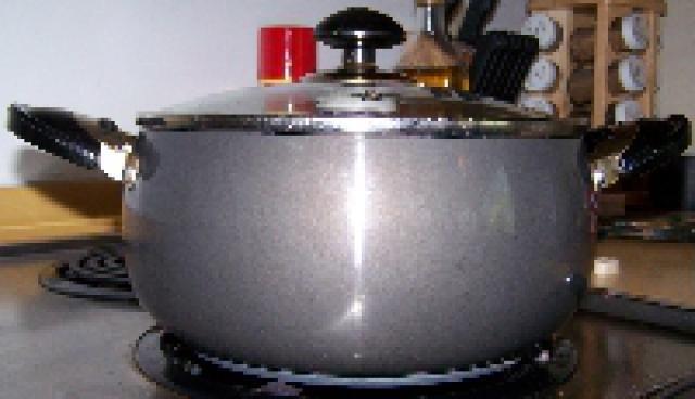Top 7 Essential Cooking Equipment: Caldero (Cauldron)