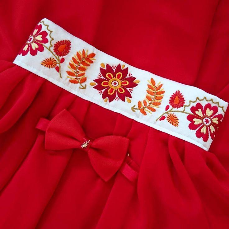 Už som šila a vyšívala najrôznejšie farebné variácie tejto sukničky, no táto♥️vyhráva zakaždým 😊 #folkova #výšivka #praveslovenske #handmade #modernyfolklor