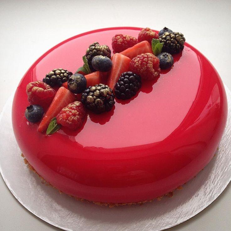 Mirror glaze Torte: Rezept für Spiegelkuchen mit Überzug aus glänzender Glasur