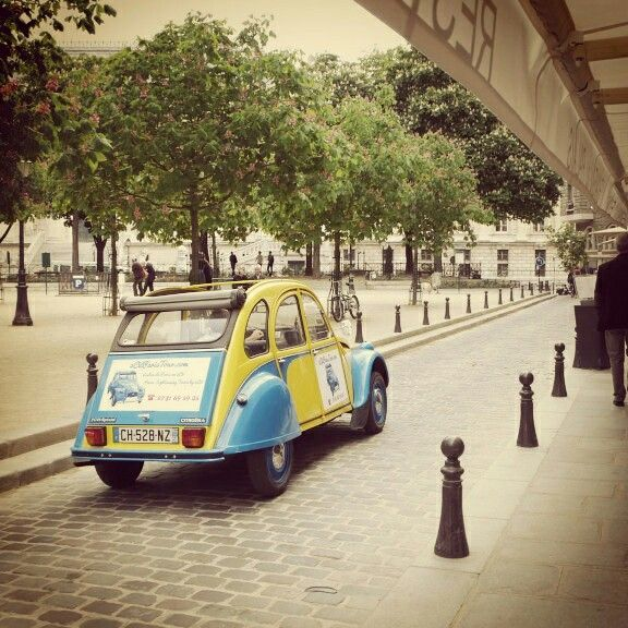 Eglantine the #2cv in place Dauphine!