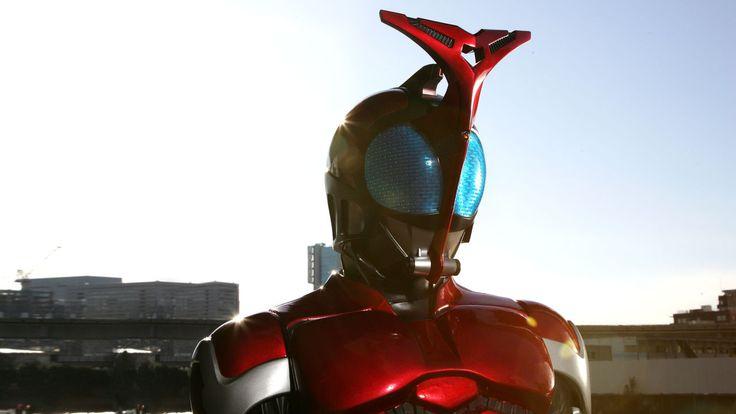 """人類をおそう正体不明の生命体・ワーム。立ち向かうのは、秘密組織""""ZECT""""の新兵器に選ばれた男・天道総司。正義のヒーロー・仮面ライダーカブトに変身!"""