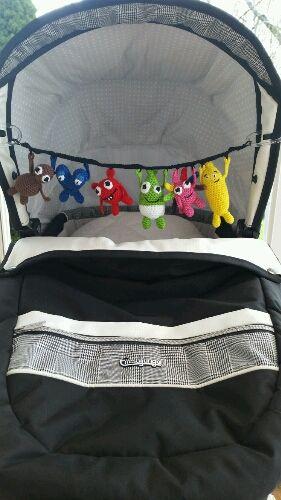 Just nu håller jag på att skriva mönster på en barnvagnsmobil med Babblarna. Vad tycker ni om resultatet? Förslag på ändringar?