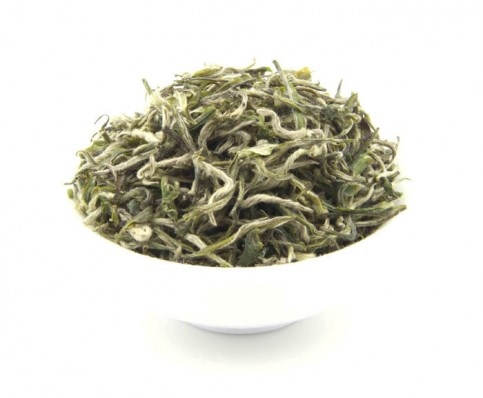 SILKY SILVER NEEDLE:PURE, CLEAN and REFRESHING : enjoyed exclusively by the imperial family in China for centuries, the Pekoe Silver Needle is the top grade white tea that has a soft, smooth and silky-sweet taste experience - an ethereal cup with lingering fragrance and honey-like aftertaste.