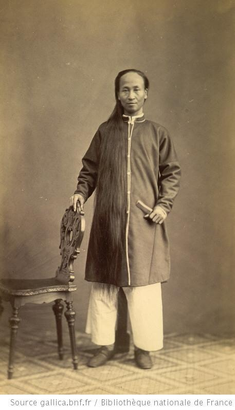 Hạ sĩ Nguyên, 36 tuổi, quê ở Thừa Thiên, tóc dài 1m58.