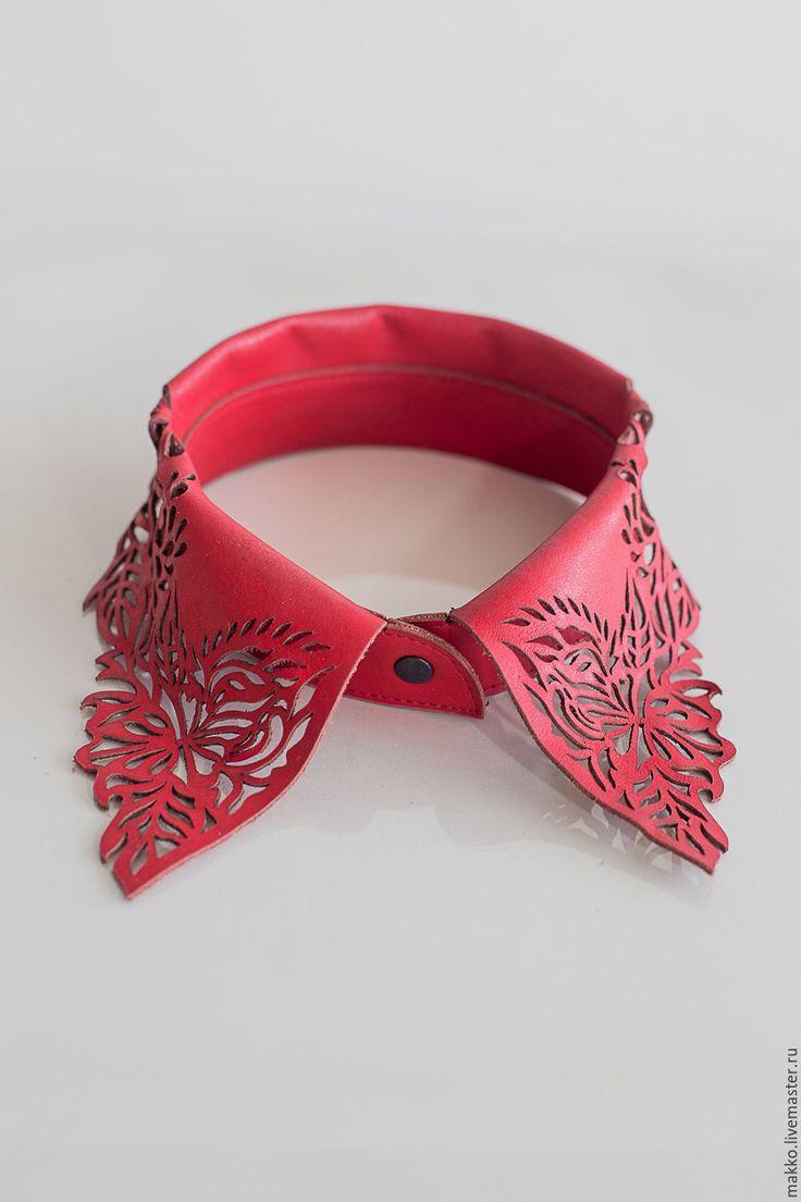 Купить или заказать Воротник 'Стойка' красный 7000003 в интернет-магазине на Ярмарке Мастеров. Воротник 'Стойка' красный выполнен из натуральной кожи красного цвета. Стильный аксессуар, который украсит Ваше платье. Возможно …