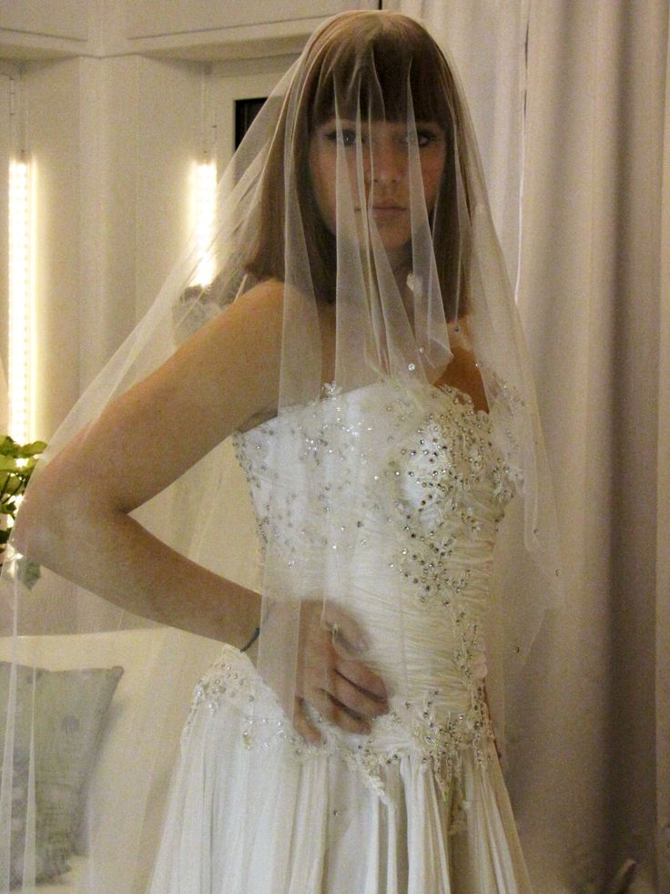 Veil and bride.