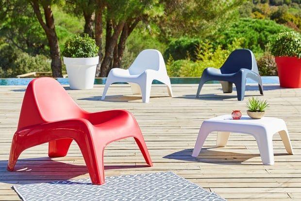des fauteuils en plastique mobilier