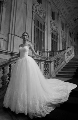 Bruidsjurk met mooie rug van kant en tule prinsessen model