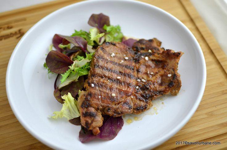 Ceafa de porc marinata - la gratar sau la tigaie. O reteta simpla cu ceafa de porc. Fiind marinata si prajita corect, ceafa ramane frageda si suculenta insa
