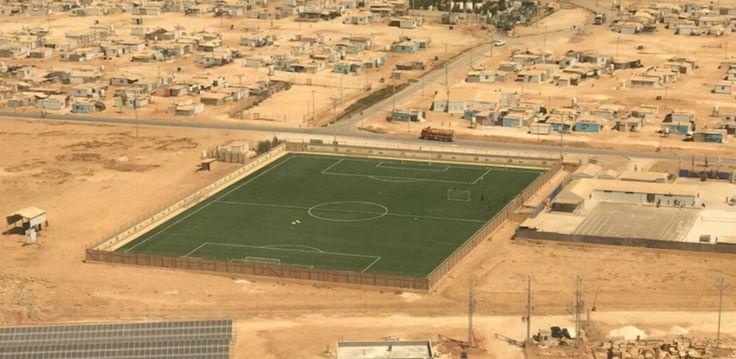 L'UEFA vient de construire un terrain de foot dans un camp de réfugiés jordanien      5 000 enfants pourront désormais jouer au football dans le camp pour oublier un quotidien difficile http://footballstories.konbini.com/news/terrain-camp-refugies-jordanien/?utm_campaign=crowdfire&utm_content=crowdfire&utm_medium=social&utm_source=pinterest