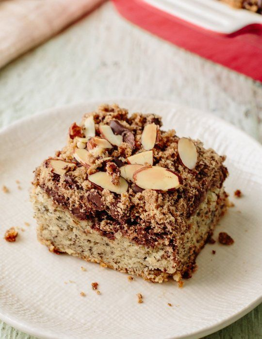 Ina Garten's Chocolate Banana Crumb Cake : an irresistible combination of flavors and texture + the secret to making cakes even moister the next day