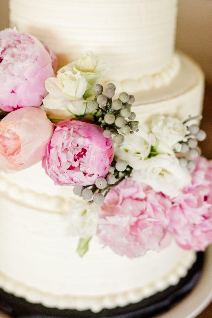 Beautiful wedding cake for a celebration: Summer wedding cake tips