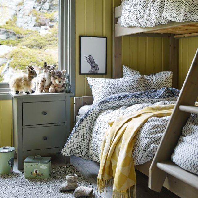 Denne nydelige hytta i Hammerfest ble ny med hjelp fra Jotun og Hytteliv. Beautiful cabin in the north of Norway. Foto: Per Erik Jæger styling og interiør: @sivbrenne #hytteliv #interiør #hytteinteriør #soverom #hyttesoverom #inspirasjon #hytteinspirasjon #cabin #cottage #bedroom #scandinavia #scandinavian #nordic #nordicliving #simple