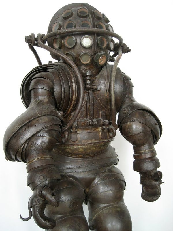 Carmagnolle Diving Suit, 1882 I think I've found the original inspiration for the big daddies in the BioShock games!