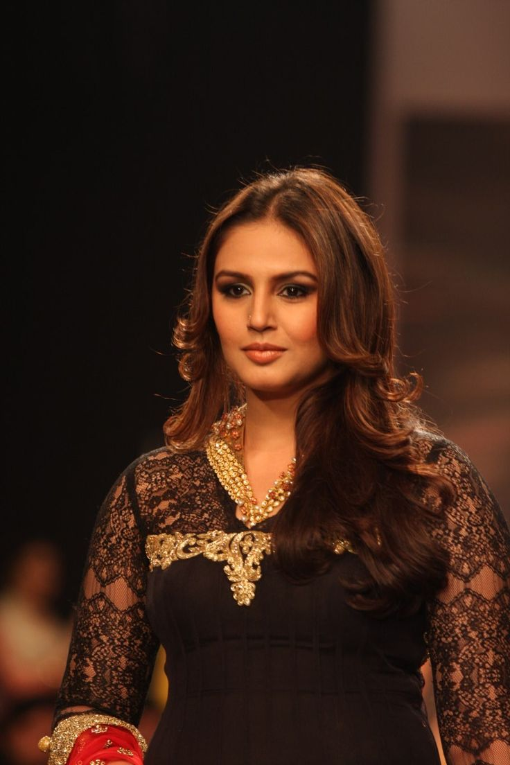 Huma Qureshi Walk on The Ramp at IIJW 2013.