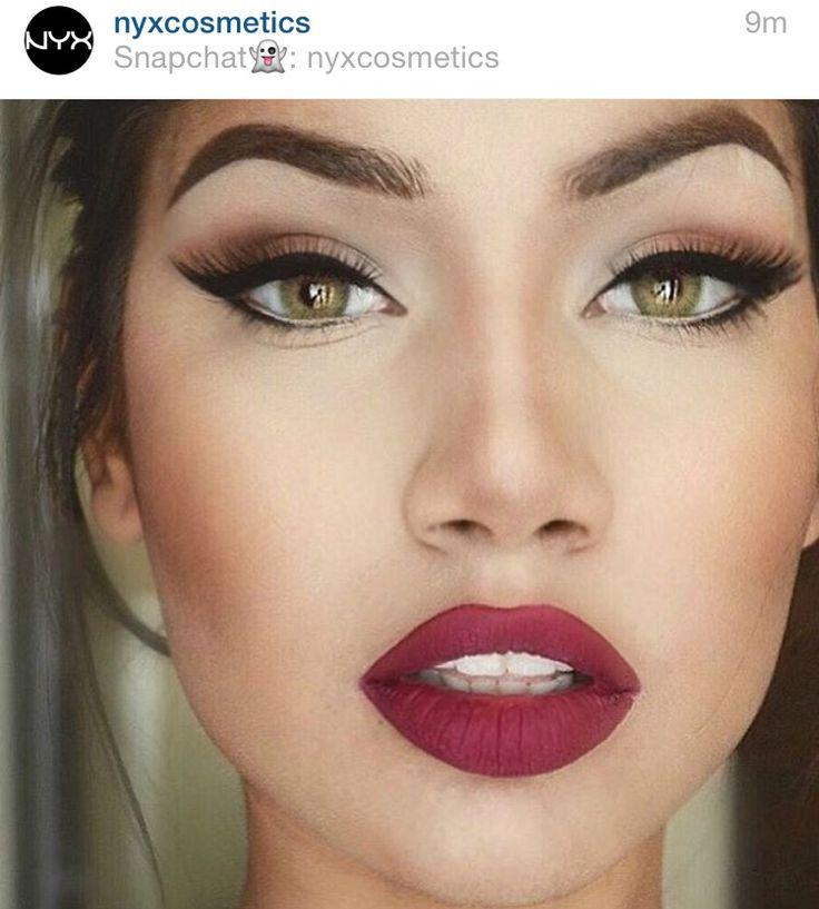 Simple eyes, wine lips