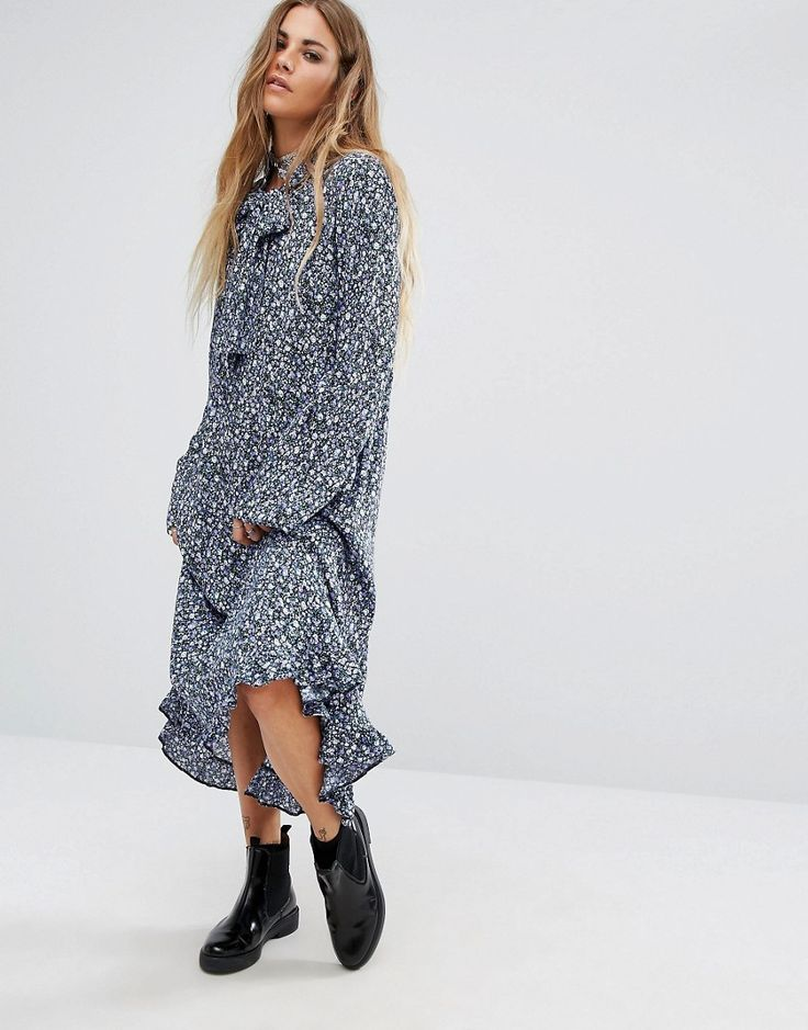 The ditzy floral fave gets a maxi-length, maxi-trendy AW16 update with ruffle-hem, pussy-bow necktie and flared sleeves. Belt up and wear with heeled loafers for work wins