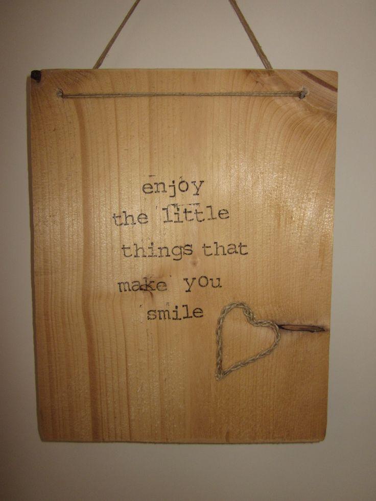 steigerhout bord met tekst! Trendy woonaccessoires bij & Joy Love! Kijk op facebook bij N Joy-Love.