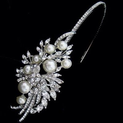 Gorgeous vintage style, pearl headband...  http://www.arynverebride.com/vpearl.html  #wedding #accessories #beading #tiaras #vintage #jewellery #bride