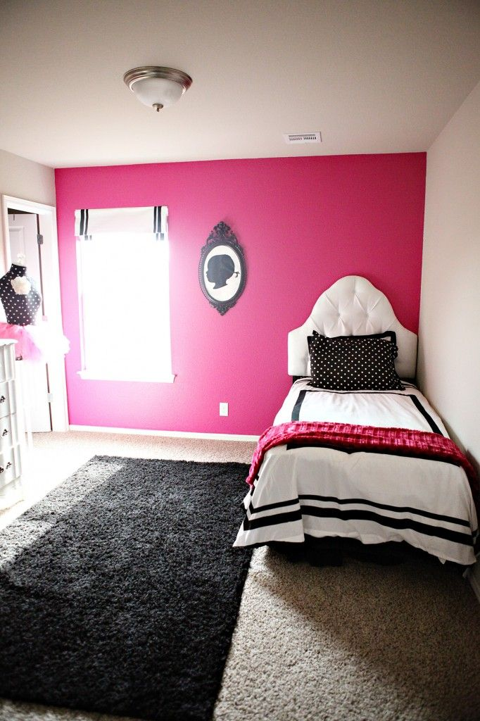 The beginnings of a Black & Pink Toddler Room | jennycollier.com