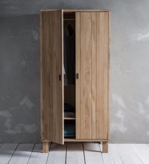 The sleek elegant design of the Hudson Living Kielder Solid Oak Wardrobe makes this a true Nordic beauty to add to your bedroom.