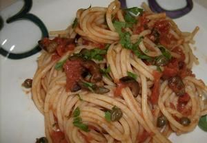 Špagety alla puttanesca