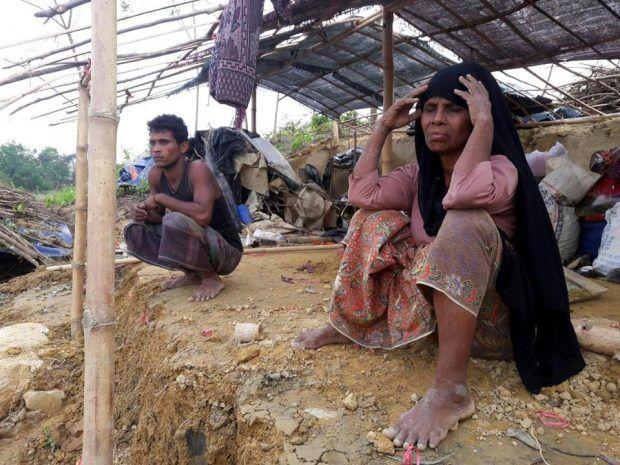 Berita Islam ! Rohingya Muslim Juga Harusnya Indonesia Terdepan Bela Mereka... Bantu Share ! http://ift.tt/2vEuT5X Rohingya Muslim Juga Harusnya Indonesia Terdepan Bela Mereka  Jakarta  Direktur Eksekutif Indonesia Political Review (IPR) Ujang Komarudin mengutuk pembantaian brutal militer Myanmar yang terhadap Etnis Muslim Rohingya. Menurut Ujang sebagai negara yang memiliki penduduk Muslim terbesar di dunia Indonesia mestinya menjadi negara yang berdiri di garda terdepan membela Rohingya…