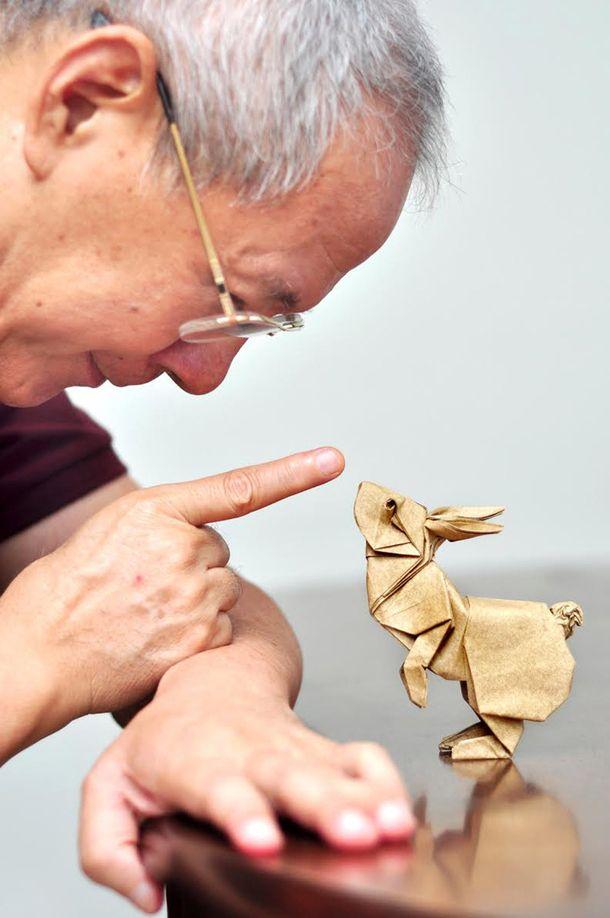 El origami me ha parecido siempre un tipo de arte dificilísimo de dominar. Esta figura de conejito me encanta por su expresividad. || 世界レベルのおりがみ技術を体感しよう | roomie(ルーミー)
