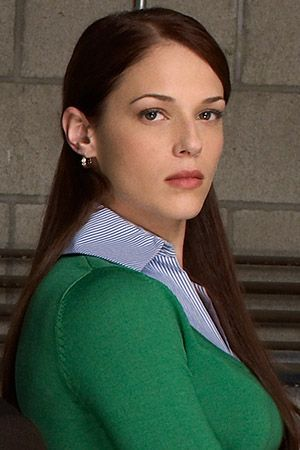 Amanda Righetti as Grace van Pelt