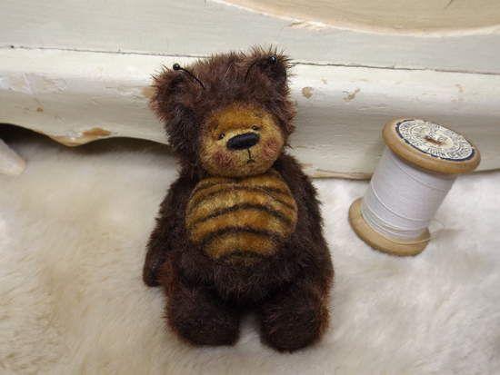 Bartholomew the Vintage Bee Bear By Barney Bears - Bear Pile