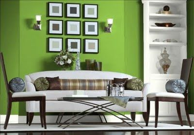 livingroom green accent wall