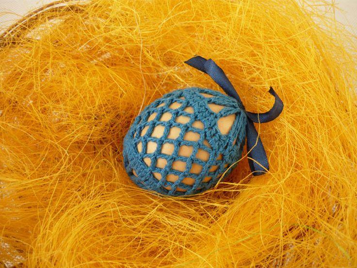 Ręcznie robione szydełkowe koszulki na jajka.  Koszulki zrobione przy pomocy szydełka, zawiązywane wstążeczką w dopasowanym kolorze.  Pasują na kurze jajka. Można je również założyć na jajka...