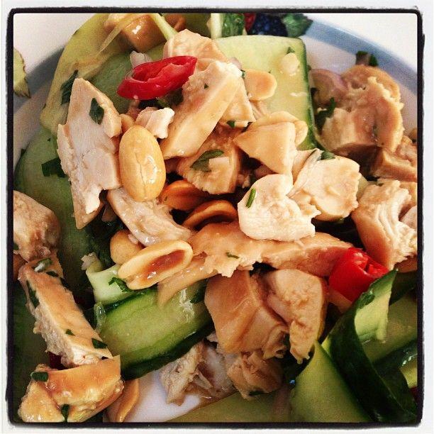 Thaise salade met kokos-kip en komkommer