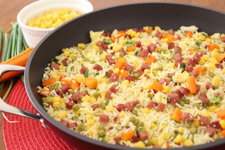 Traditionnellement cantonaise, cette recette a été « créée » pour utiliser du riz cuit qui n'a pas été consommé. En gros, le riz cantonais est une recette de recyclage, anti-gaspillage. Comme je suis une adepte des recettes « deuxième vie », cette semaine j'ai décidé de partager avec vous ma version du riz cantonais. Bien évidement, il y a …