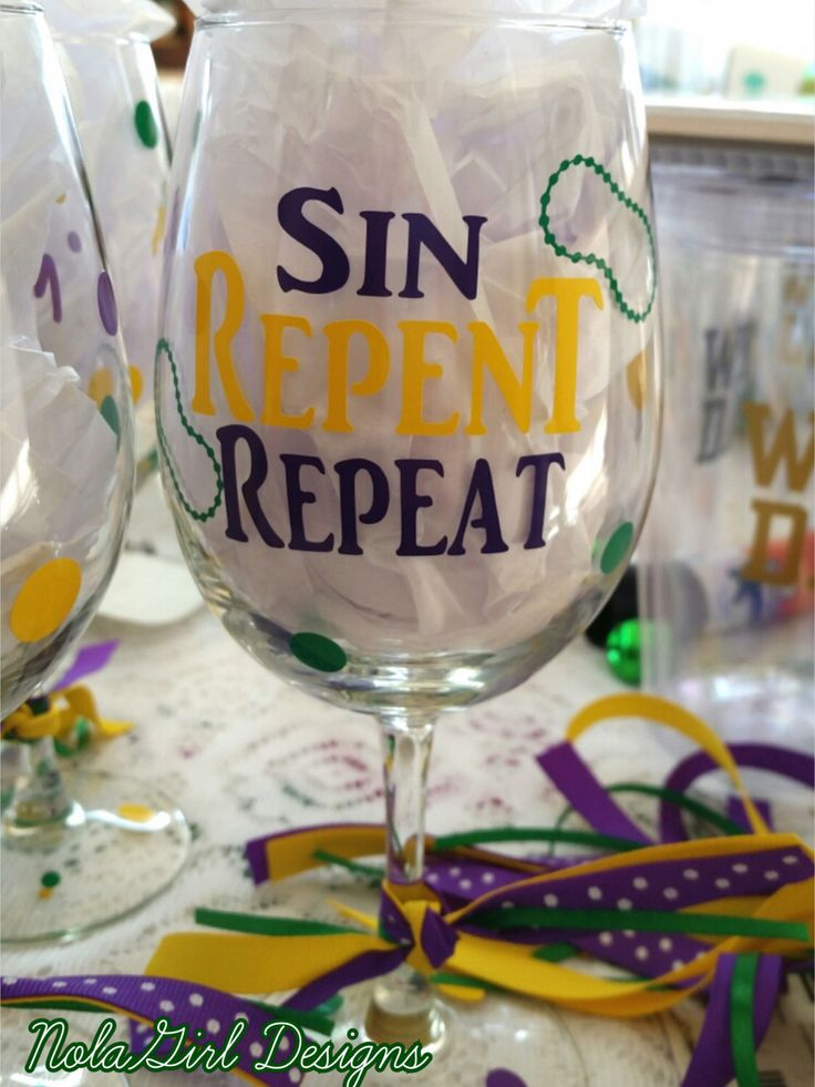 Mardi Gras, Wine Glasses decorated with vinyl, Personalized,New Orleans Mardi Gras Acrylic Wine Glasses, Mardi Gras Party Favor, Wine Glass by NolaGirlDesign on Etsy https://www.etsy.com/listing/208635562/mardi-gras-wine-glasses-decorated-with